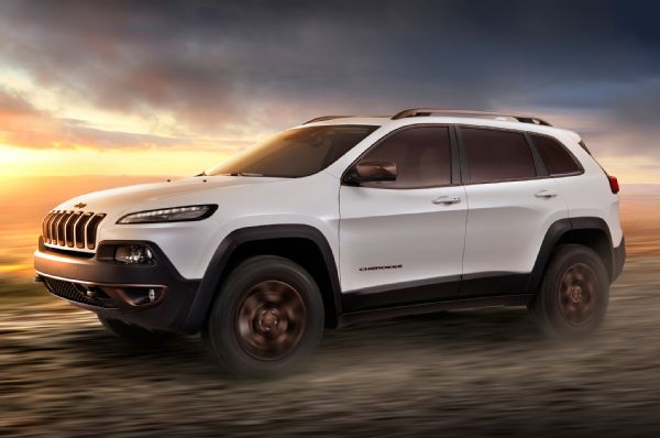 Jeep-Cherokee-Sageland-Design-Concept-side-in-motion
